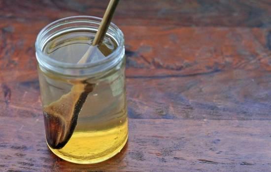 Медовая вода в стакане