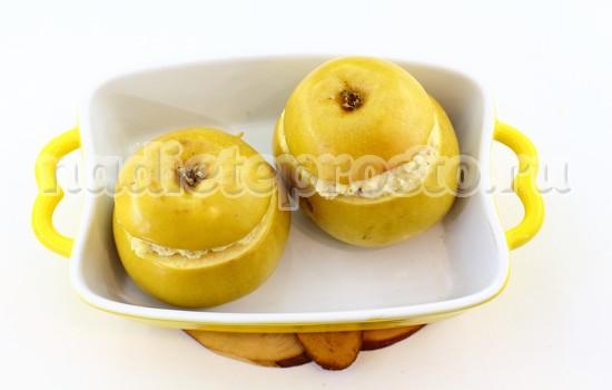 запечь яблоки с творогом в духовке