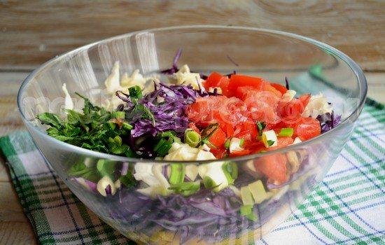 добавить зелень и помидор