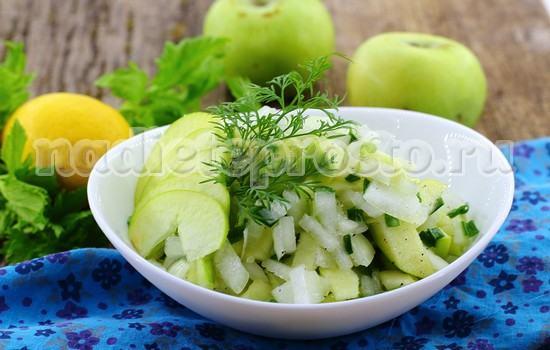 луковый салат готов