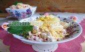 салат с куриным филе и ананасами