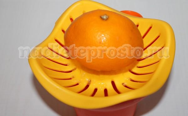 из апельсина выдавить сок