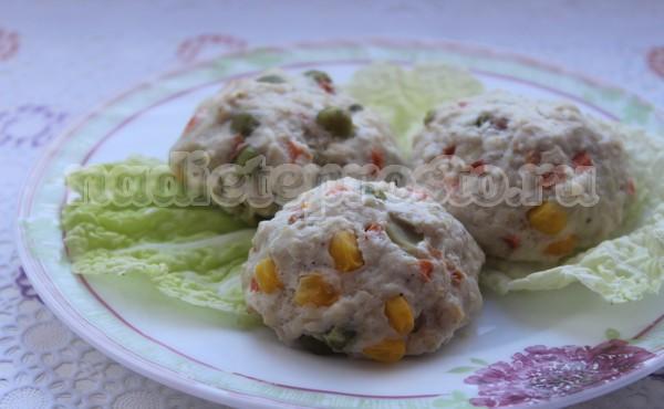 Куриные тефтели с овощами на пару