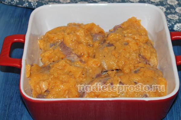 выложить курицу в форму для запекания