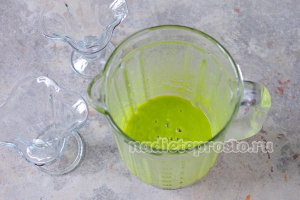 разлить пюре по стаканчикам