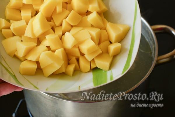 добавить в воду картофель