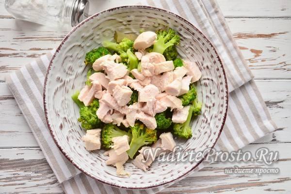 добавить к капусте отварную курицу