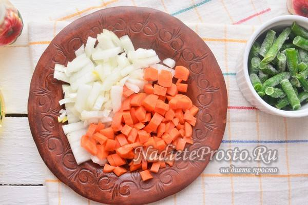 лук и морковь нарезать