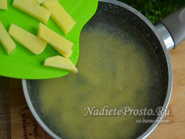 добавить картофель в бульон