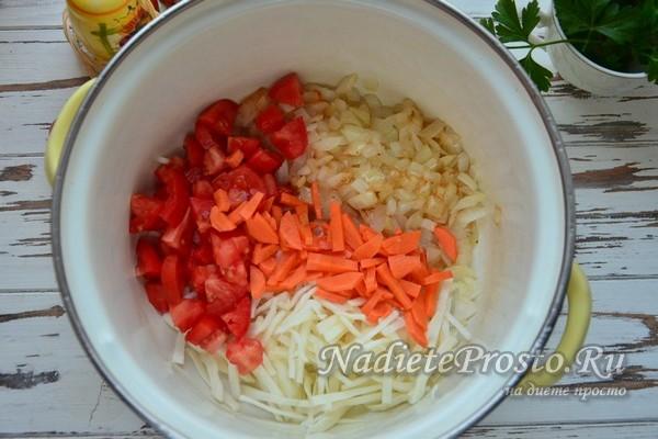 овощи переложить в кастрюлю