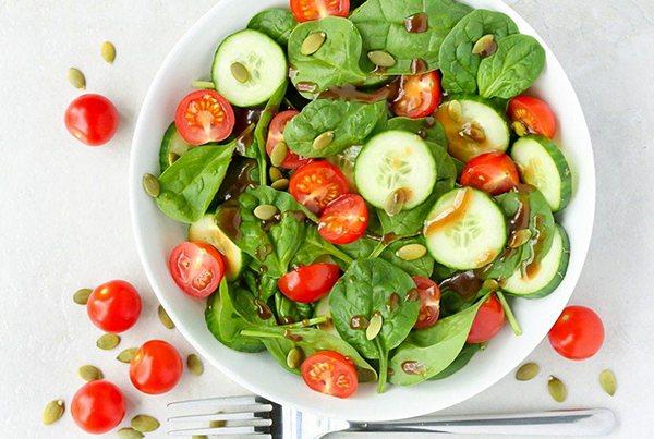 Салат со шпинатом - 9 очень вкусных рецептов