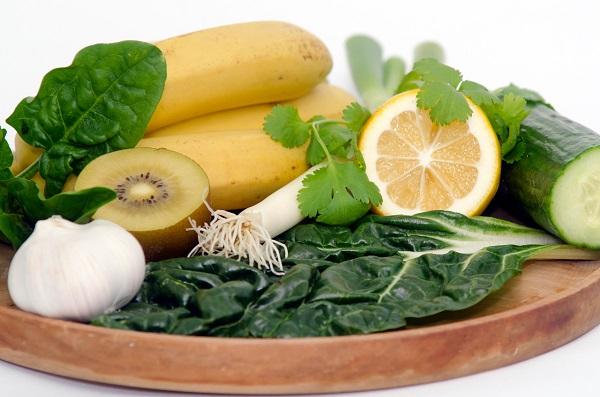 Щелочные продукты питания и напитки в виде списка и таблиц