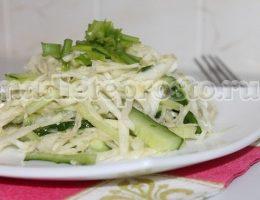 салат из сельдерея с огурцом и капустой