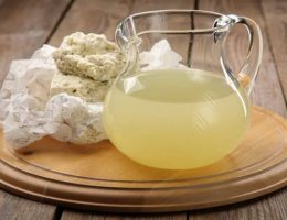 Сыворотка молочная: польза и вред, дозы приёма